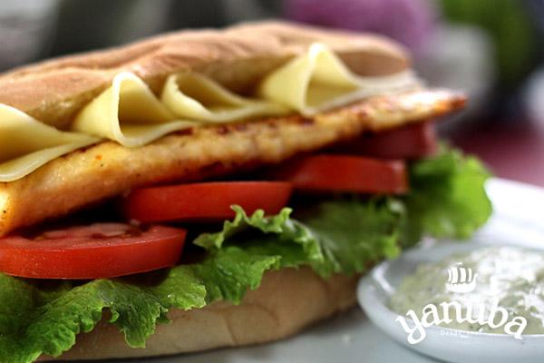Sándwich de pescado a la plancha