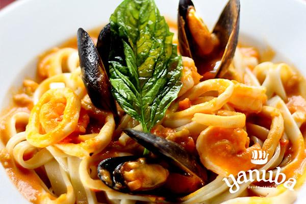 Tallarines con frutos del mar