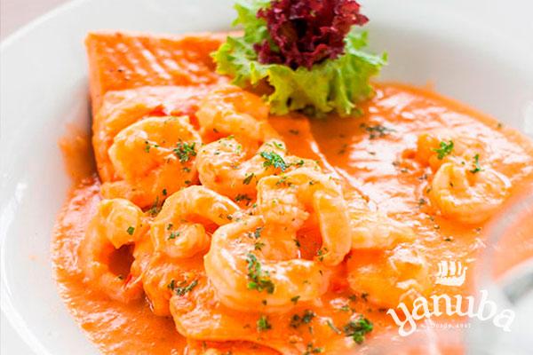 Trucha en salsa de camarón